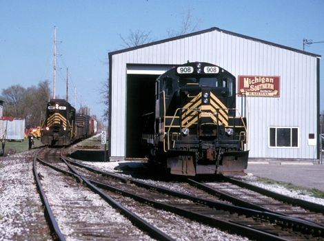 Michigan Southern 908 sits at the engine house in White Pigeon, MI  2002  [Mark Dobronski photo]